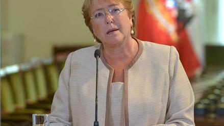 Chile: Rechazo a gestión de Bachelet repunta al 57 %, según encuesta