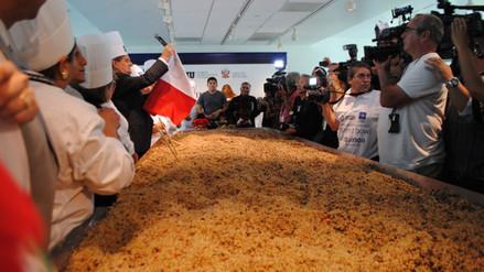 Peruanos baten récord Guinness con ensalada de quinua más grande del mundo