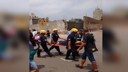 Centro de Lima: serenos auxilian a señora desmayada en procesión del Señor de Los Milagros