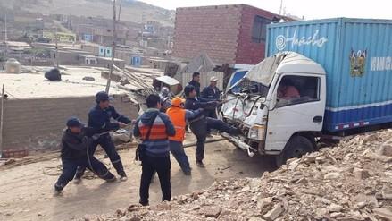 Huacho: caída de vehículo pesado a vivienda dejó dos menores heridos