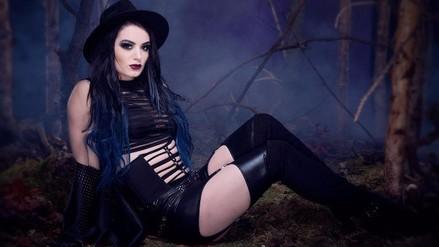 WWE: Undertaker cumple 25 años en la compañía y las Divas lo celebran así / FOTOS