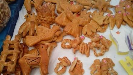 Diversidad de Tanta Wawas y dulces para fiesta de Todos los Santos