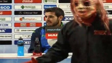 Barcelona: jugadores disfrazados 'asaltaron' conferencia de prensa del Getafe