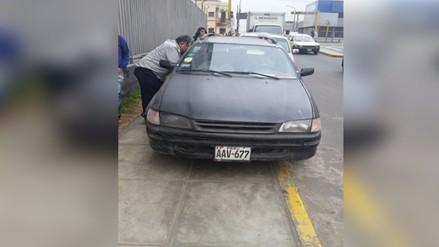Centro de Lima: continúan denuncias sobre vehículos estacionados en veredas