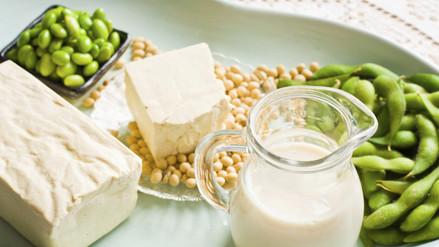 Alimentos de soya pueden proteger de osteoporosis durante la menopausia