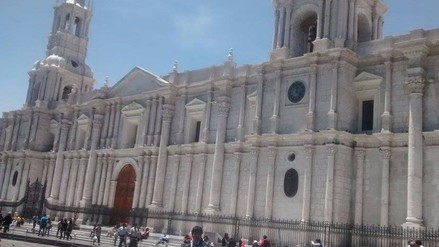 Catedral de Arequipa luce con renovada fachada