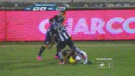 Alianza Lima vs. Melgar: Gabriel Costa agredió a su rival con esta patada