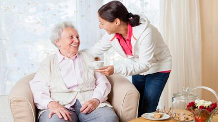 Permanecer inmovilizado mucho tiempo aumenta riesgo de escaras en adultos mayores
