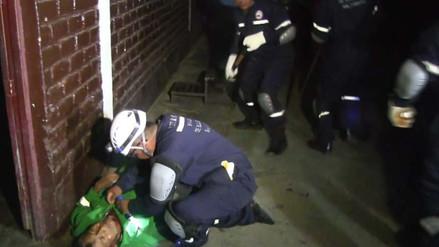Efectivos policiales entrenan para rescatar a afectados por Fenómeno El Niño