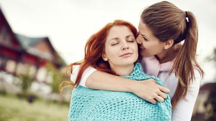 Las mujeres pueden sentirse atraídas por otras independientemente de su sexualidad