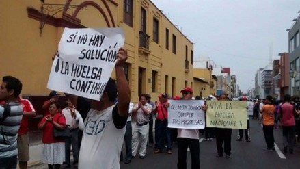 Trabajadores administrativos de la UNT acatan paro de 72 horas