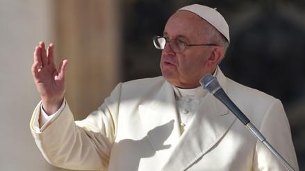 El papa lamenta que familias no conversen por distraerse con el móvil