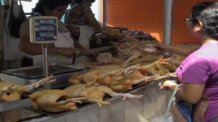 Comerciantes anuncian que primera semana de diciembre subirá el pollo