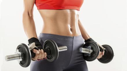 ¿Haces ejercicios pero no levantas pesas? Conoce por qué está mal