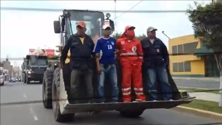 Chiclayo: Trabajadores viajan sobre cargador frontal sin seguridad