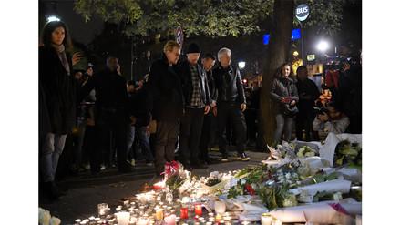 Francia: U2 llevó flores al Bataclan tras atentado