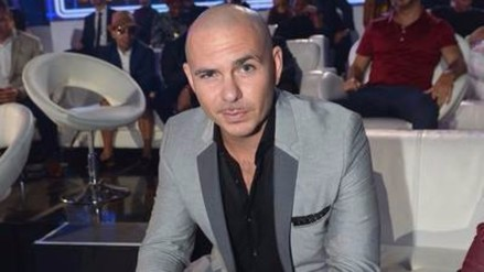Pitbull casi pierde la vida en incidente de avión