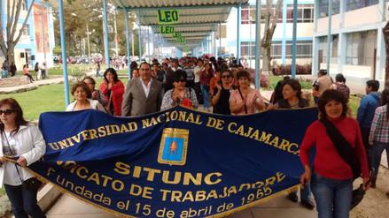 Administrativos de UNC inician huelga indefinida