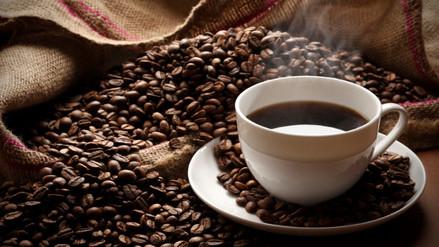 Tomar dos a tres tazas de café al día reduce el riesgo de muerte prematura