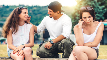 ¿Por qué los hombres miran a otras mujeres incluso cuando están contigo?
