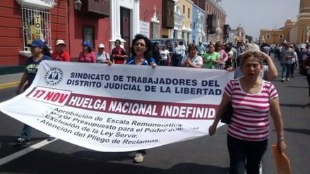 Huelga de trabajadores origina caos vehicular en Trujillo