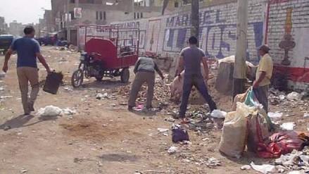 Fiscalía advierte hasta 6 años de cárcel por arrojar basura en las calles