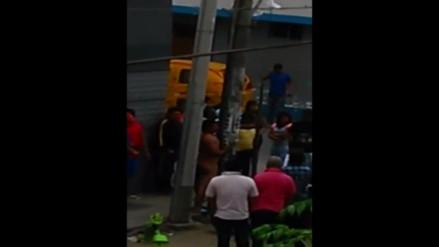 Chapa tu choro: vecinos desnudaron a delincuente que robó dinero en SMP
