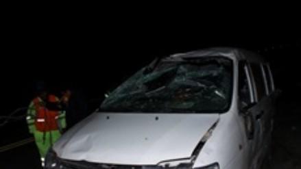Un muerto y dos heridos deja accidente vehicular en vía Puno - Juliaca