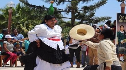 Realizan tradicional baile de marinera con botella de chicha en la cabeza