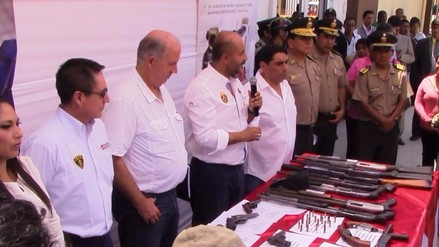 Entregan armas de fuego y cartuchos de dinamita en forma voluntaria a la Policía