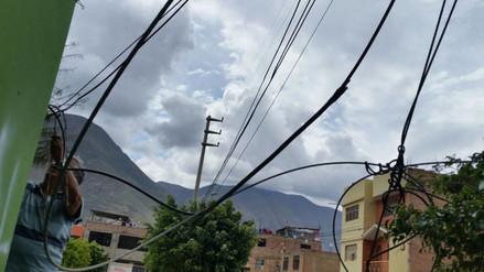Huánuco: telaraña de cables amenaza a vecinos de Amarilis