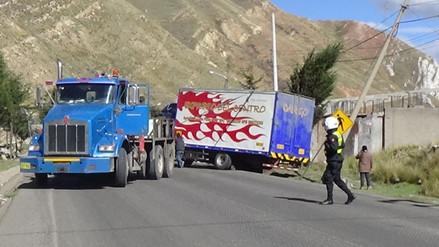 La Oroya: despiste de camión furgón deja una persona herida