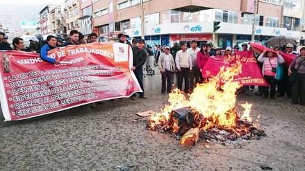 Trabajadores judiciales y de educación quemaron ataúd de Ollanta Humala