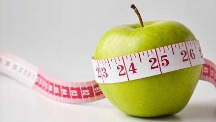 Una dieta baja en calorías reprograma el reloj biológico y alarga la vida