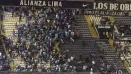 Alianza Lima vs. Sporting Cristal: hinchas de ambos equipos se agarran a golpes