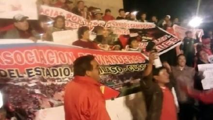 Hinchas se movilizan en la ciudad del Cusco en respaldo al Cienciano