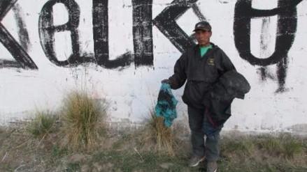 Yunguyo: ciudadano es echado con pintura por reclamar por pintas en su vivienda