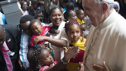 Francisco llegó a Uganda, segunda etapa de su viaje por África