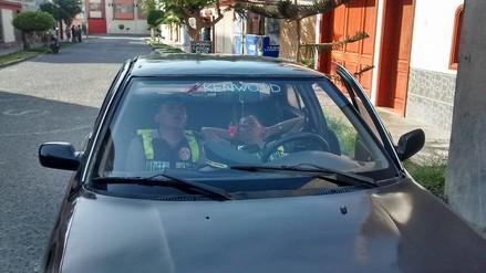 Chimbote: captan a policías dormidos en auto particular