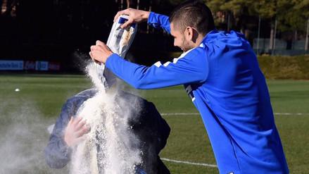 Twitter: figuras del Inter de Milán lanzaron harina a Roberto Mancini