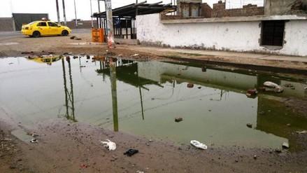 Moche: vecinos se quejan por colapso de desagüe hace dos semanas