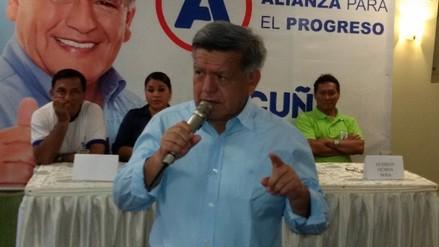 Acuña asegura que respetará ley universitaria en visita a Iquitos