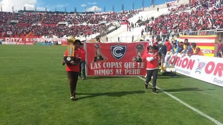 Facebook: Cienciano exhibió las copas internacionales que ganó para el Perú