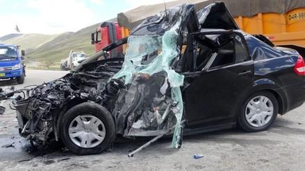 Un muerto deja choque frontal de dos vehículos particulares en Tumbes