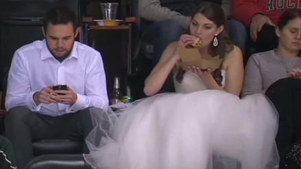 YouTube: asistió a partido de hockey con vestido de novia el día de su boda
