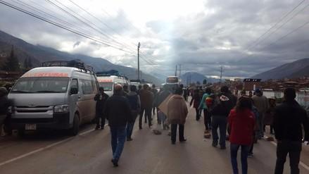 Transportistas bloquean vías que conecta Cusco con otras tres regiones