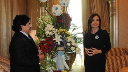 Diego Maradona le envía rosas a Cristina Fernández tras finalizar su mandado en Argentina