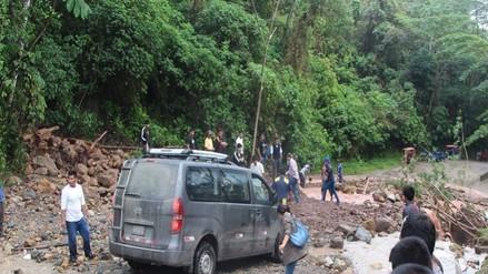 Ucayali: pobladores ayudan a restablecer el tránsito vehicular en vía Jorge Basadre