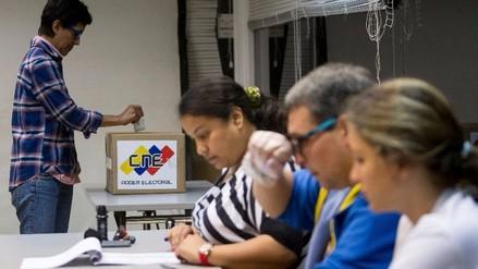 Venezuela: inician elecciones para el Parlamento y oposición es favorita