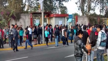 Estudiantes toman Facultad de Economía de la UNSA